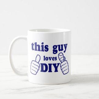 Denna grabb älskar DIY Kaffemugg