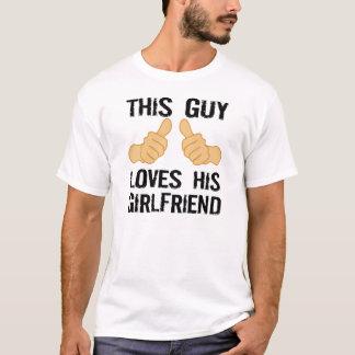 Denna grabb älskar hans flickvän tee shirt