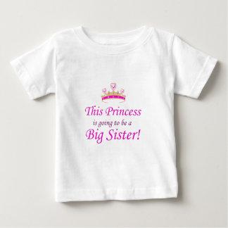 Denna Princess går lite att vara en storasyster! T Shirt