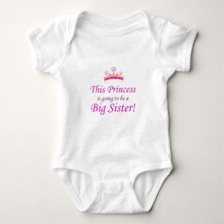 Denna Princess går lite att vara en storasyster! Tee Shirt