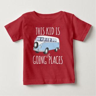 Denna unge går coolt ställen t-shirt