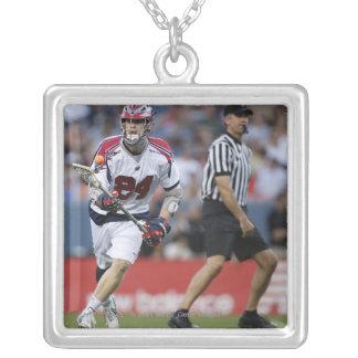 DENVER CO - JULI 3: Chris Eck #24 Boston Silverpläterat Halsband