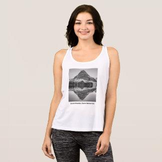 Design för Sinopah bergreflexion T Shirts