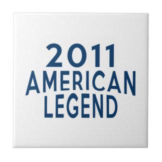Designer 2011 för amerikanlegendfödelsedag liten kakelplatta