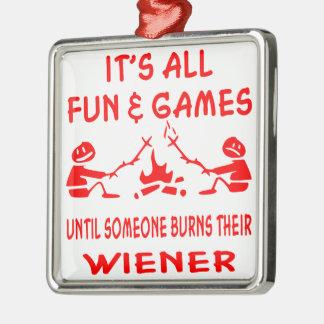 Det är all roligt & spelar, tills någon bränner julgransprydnad metall