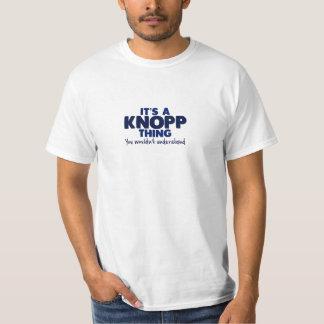 Det är en T-tröja för Knopp sakefternamn Tee Shirts
