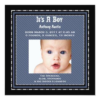 Det är ett pojkefödelsemeddelande fyrkantigt 13,3 cm inbjudningskort