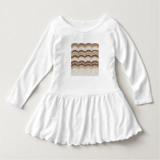 Det beige mosaiska småbarn rufsar klänningen t-shirt