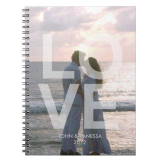 Det beställnings- fotoet täcker den moderna anteckningsbok