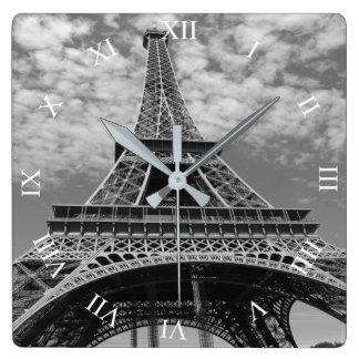 Det Eiffel torn som tittar upp B&W, kvadrerar Fyrkantig Klocka