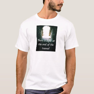 Det finns ljust på avsluta av t shirts