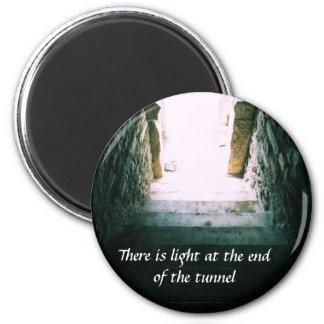 Det finns ljust på avsluta av tunnelCITATIONSTECKN Magnet