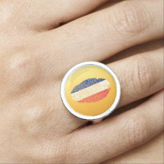 Det franska handlag identifierar med fingeravtryck ring med foto