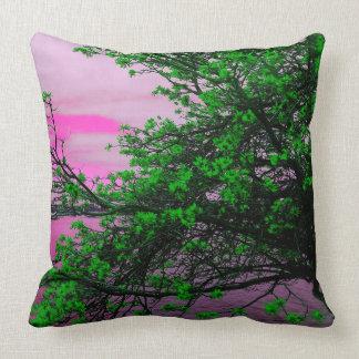 Det gröna träd- & rosahimmelkast dämpar kudde
