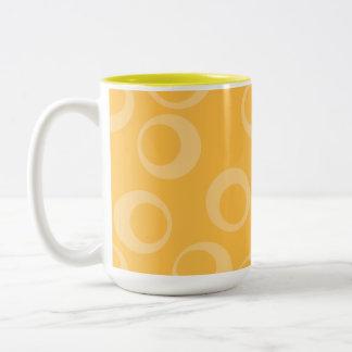 Det gula mönster av cirklar. Retro. Anpassningsbar Två-Tonad Mugg
