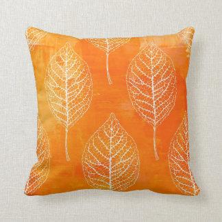 Det guld- orange lövmönster kudder kudde