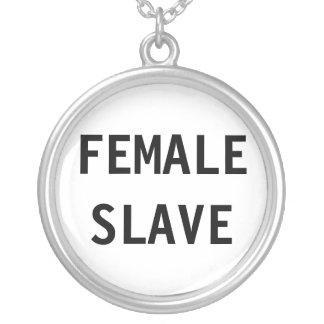 Det kvinnliga halsbandet slavar halsband med rund hängsmycke