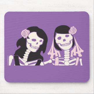 Det kvinnliga skelett kopplar ihop musmatta