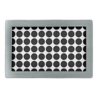 Det mini- polka dotsbältet spänner fast
