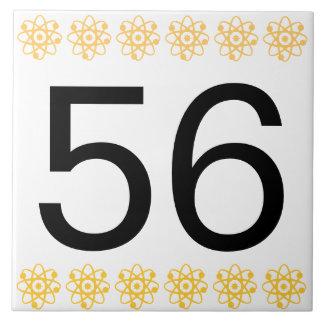 Det mitt- århundradet numrerar belägger med tegel kakelplatta