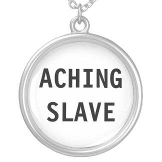 Det mörbultade halsbandet slavar halsband med rund hängsmycke
