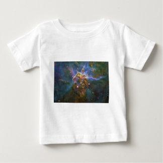 Det Mystic berg av resningen gasar i den Carina Tee Shirts