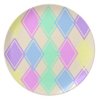 Det pastellfärgade diamantmönster pläterar tallrik