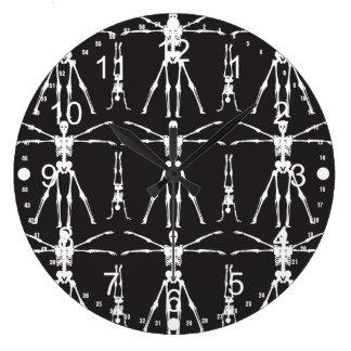 Det roliga skelett övar gotisk bendöskallar stor klocka