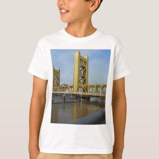 Det Sacramento torn överbryggar T-shirts
