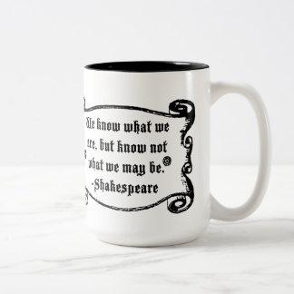 Det Shakespeare citationstecknet, vet vad vi är Två-Tonad Mugg