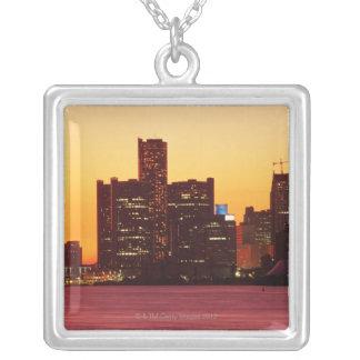 Detroit horisont i färgrik solnedgång silverpläterat halsband