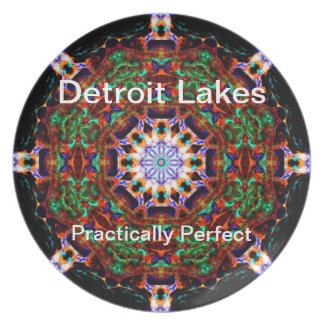 Detroit sjöar - praktiskt perfekt #4 fest tallrikar