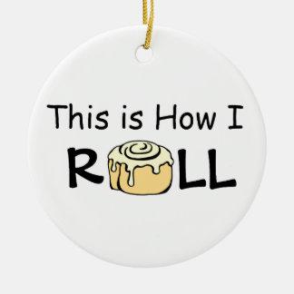 Detta är hur jag rullar bullen för kanelbrun rulle julgransprydnad keramik