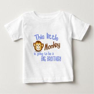 Detta härmar lite går att vara en STOREBROR! T-shirts