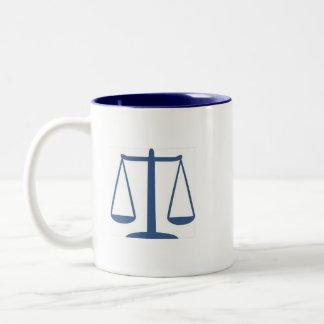Dewey, Scruem & Howe advokater på lag Två-Tonad Mugg