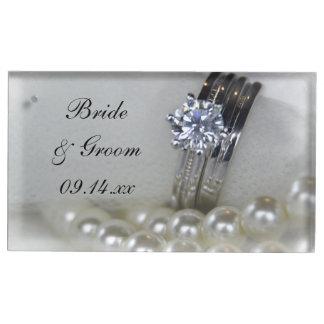 Diamanten ringer, och vit pryder med pärlor bordskorthållare