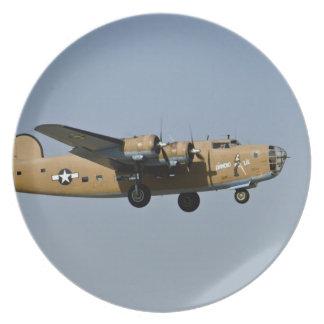 DiamantLil B-24 bombplan som landar på Oshkosh, Tallrik