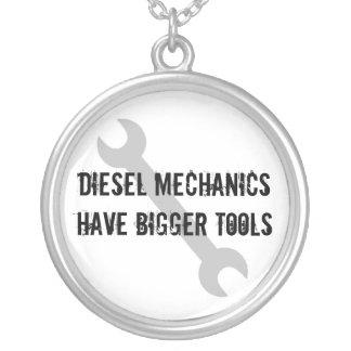 Diesel- mekaniker har större verktyg silverpläterat halsband