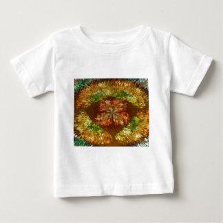 Digital vulkan:  Fontänen av guld- flammar T-shirts