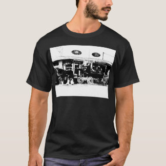 Diligens och hästar i svartvitt t-shirt