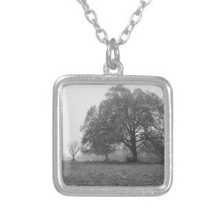 Dimmig höstmorgongråton silverpläterat halsband