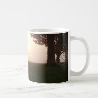 Dimmig morgon kaffemugg