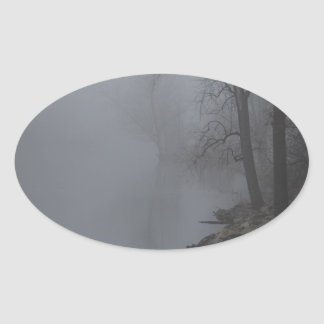 Dimmig morgon ovalt klistermärke