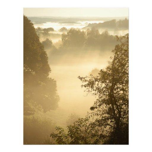 Dimmigt lantligt landskap konstfoto