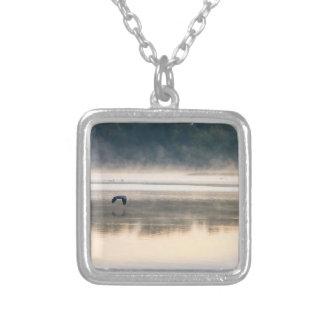Dimmigt morgonflyg silverpläterat halsband