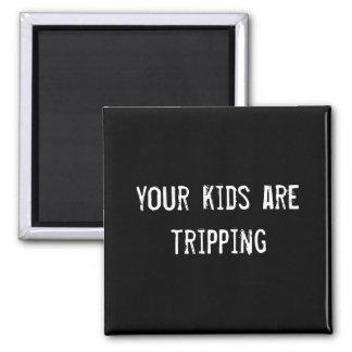 dina ungar snubblar magnet för kylskåp