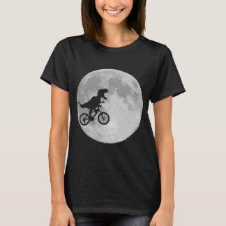 Dinosaur på en cykel i himmel med månen t-shirt
