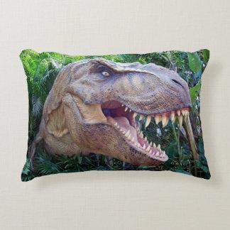 Dinosauren kudder för honom eller någon annars prydnadskudde