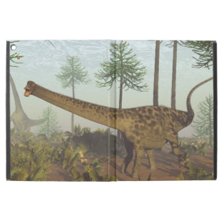 "Diplodocusdinosaurs bland araucariaträd - iPad pro 12.9"" skal"