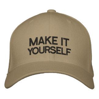 DIY gör det dig den broderade hatten Hatt